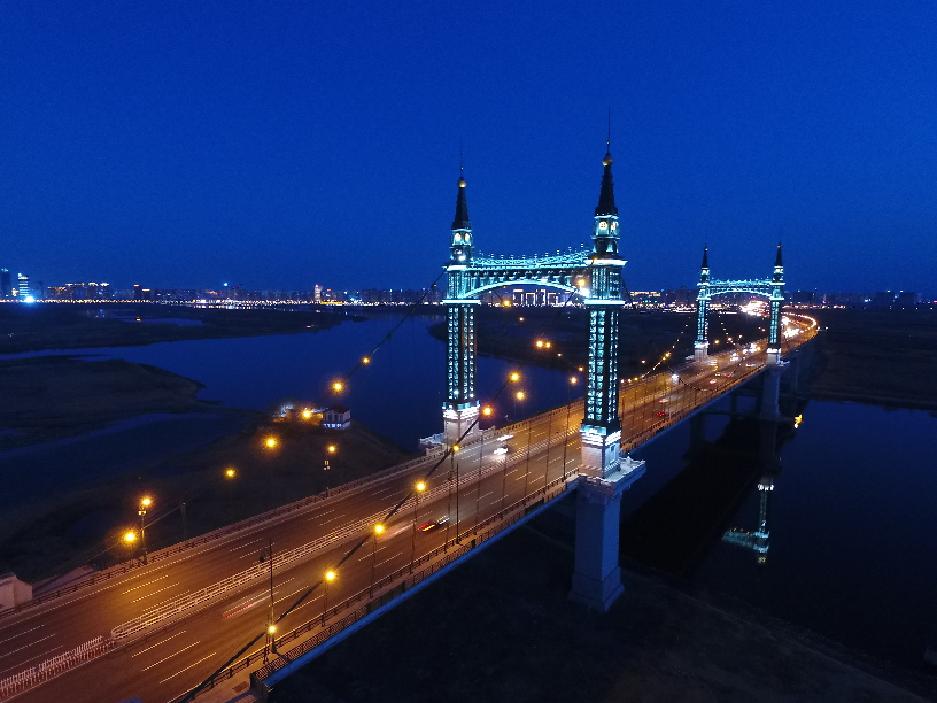 夜幕下的哈爾濱陽明灘大橋